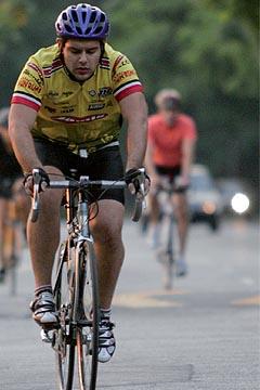 Ciclistas treinam diariamente na Raia Olímpica (foto: Yuri Gonzaga)