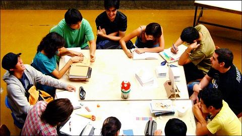 A turma da Cogumelo em reunião na FAU (foto: Pedro Botton)
