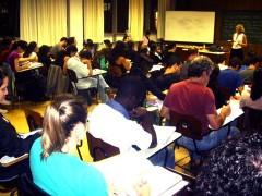 Alunos em aula de Literatura V, da professora Lilian Jacoto (foto: Alexandrino Nunes)
