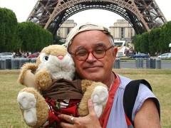 Silvio, o coelho e a torre: Tour em Paris (foto: Arquivo pessoal)
