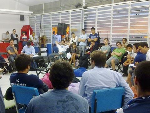 Reunião com cerca de 40 pessoas no dia 10/11 (foto: Marina Ribeiro)
