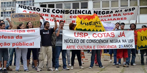 Alunos da rede pública se manifestam contra exigências do novo Inclusp para o acréscimo da nota no vestibular (foto: Marcelo Pellegrini)