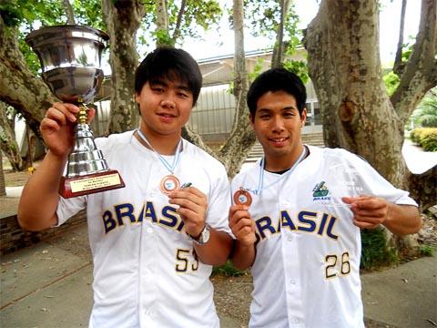 Fábio Nakamura e Jun Sato após premiação do Campeonato (foto: Rafael Kiryu)