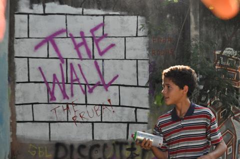 As crianças da São Remo participaram desenhando nos muros (Foto: Beatriz Montesanti)