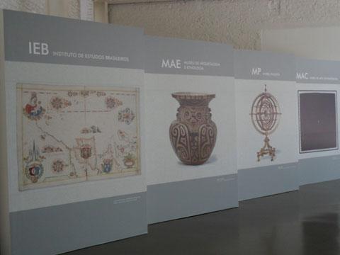 IEB, MAE, MP e MAC são representados logo na entrada da exposição (foto: Jéssika Morandi)