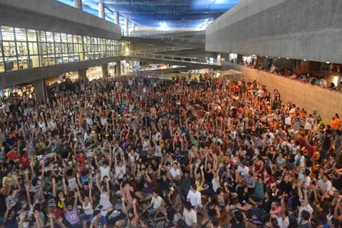 A greve foi suspensa até a próxima assembleia, na Geografia (foto: Carolina Vilaverde)
