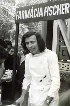 Farmácia Fischer & Cia, 1975, de Hervé Fischer (plástico, isopor, carimbo, fotografia e off set sobre papel) (imagem: Reprodução)