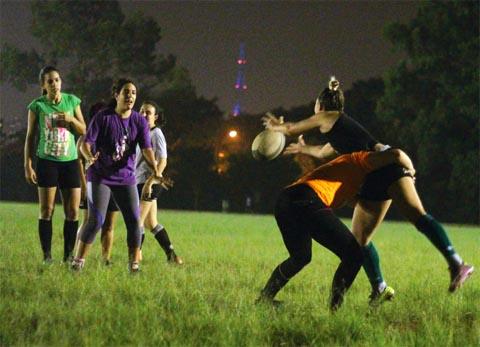 Os treinos da equipe feminina de Rugby acontecem as terças, quintas e sextas no Cepeusp (foto: Raphael Martins)