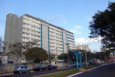O novo prédio do Centrinho permite a ampliação das vagas de residência, o que possibilitaria a formação de massa crítica para compor a faculdade (foto: Tiago Rodella)