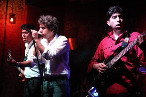 Banda The Silvas recheou o repertório de Indie Rock (foto: Raphael Martins)