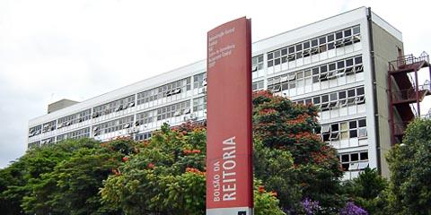 Fachada do prédio da Administração Central da USP (foto: Marcos Santos/USP Imagens)