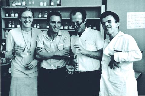 Ana Rosa acompanhada de Massaro (último à direita) (foto: Arquivo Pessoal)