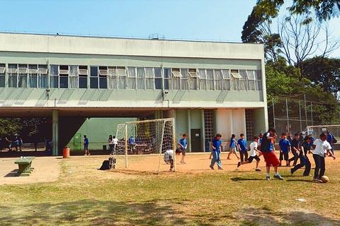 Crianças brincam durante intervalo na Escola de Aplicação (foto: Sofia Franco)
