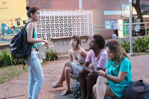 O graduando em Letras pela FFLCH Jarbas Rezende Lima conta que poucos estudantes negros ingressaram e se formaram com ele no ano passado. Foto: Otávio Lino.