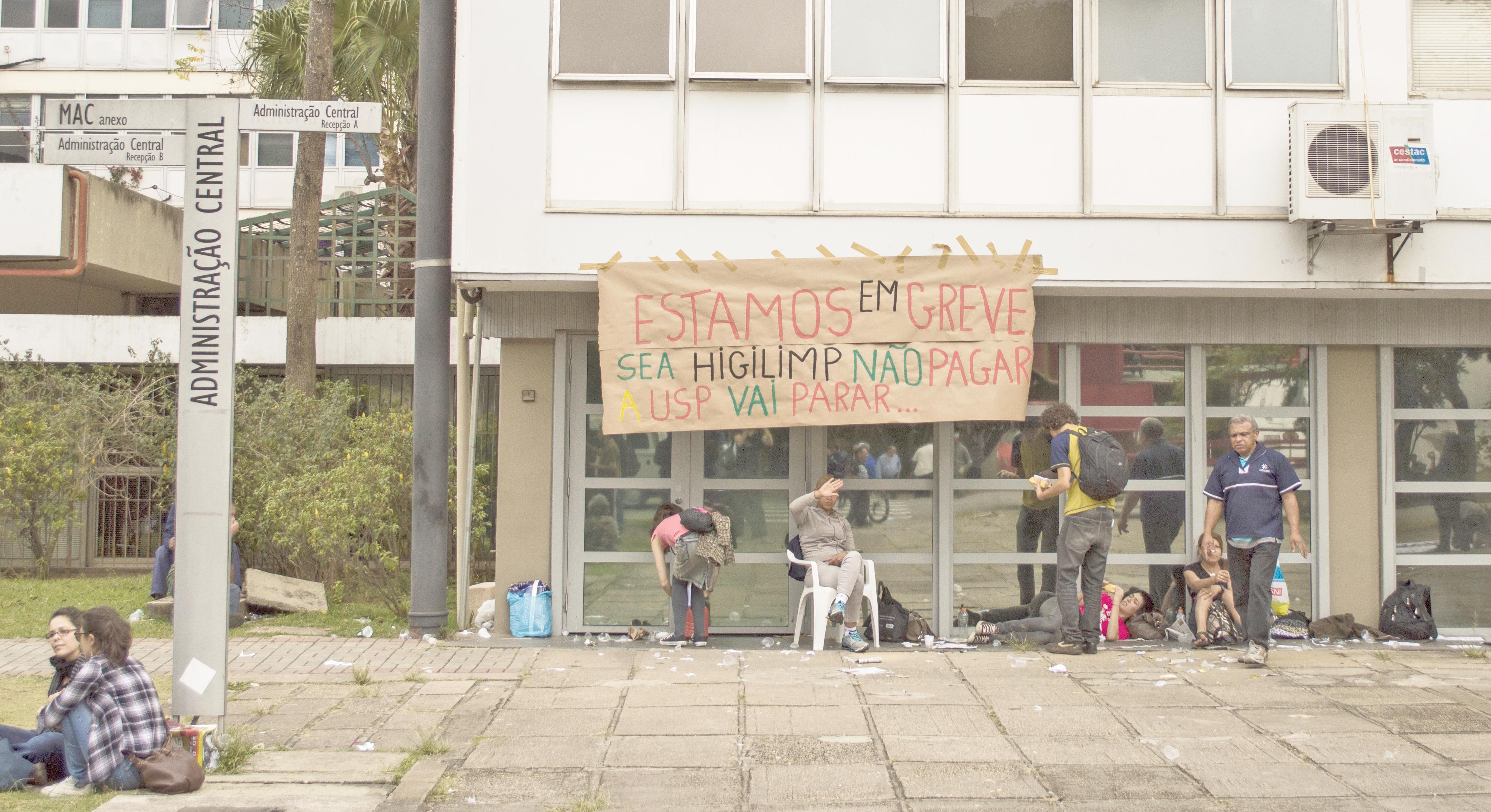 Sem pagamentos regularizados, terceirizados prometem continuar em greve (Foto: Bruna Romão)