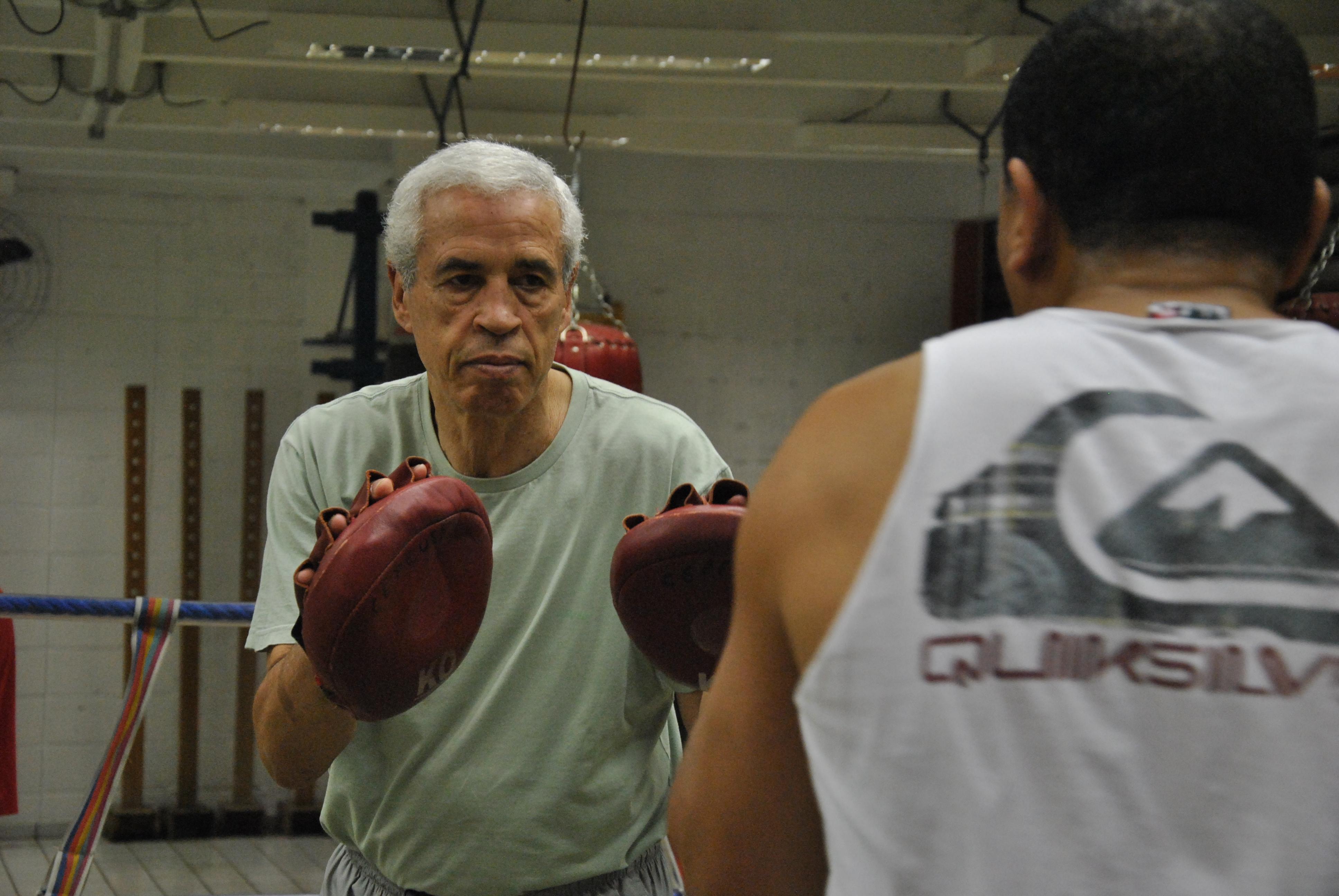 """Em aula, Fabre preza pela técnica: """"Se tivesse aprendido corretamente, teria evoluído muito mais"""" (Foto: Guilherme Speranzini)"""