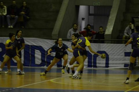 ECA vence defesa de RI e leva ouro na Copa USP (Foto: Ecatlética / Divulgação)