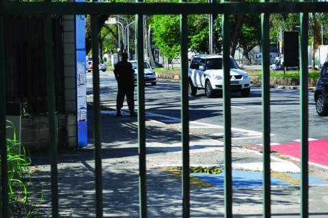 Equipe de PMs será fixa e dividirá funções com a Guarda Universitária e demais agentes de segurança.  Foto: Carolina Oliveira