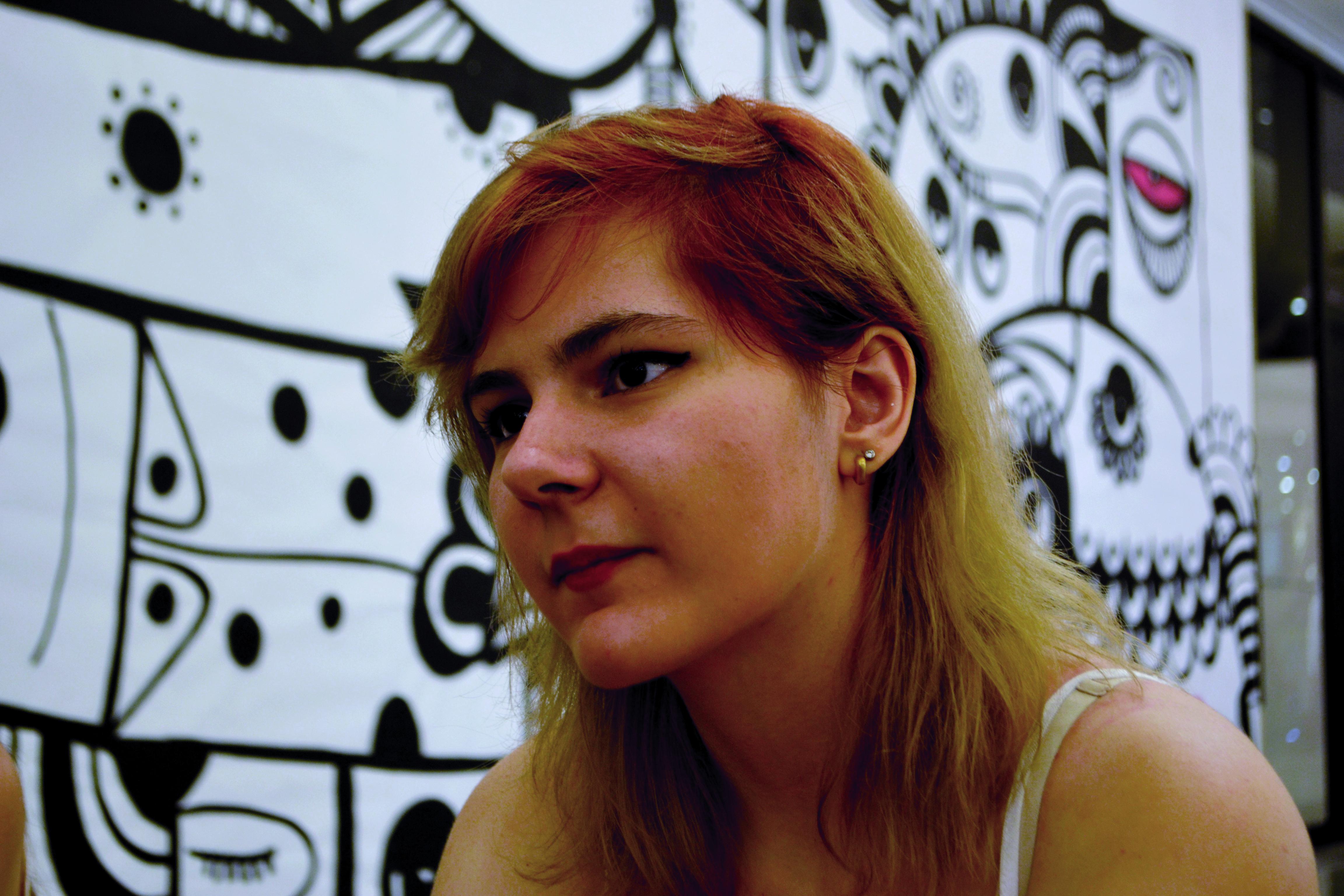Anna Carolina Aurili, a Chiszen, compartilha suas partidas online com seus seguidores (Foto: Fernanda Guillen)