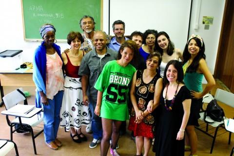 Grupo de pesquisa da Faculdade de Educação (Foto: Igor Truz)