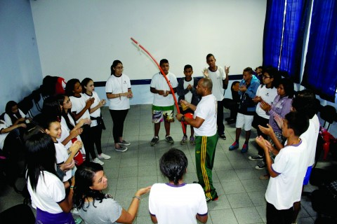 Alunos do colégio Saturnino Pereira em atividade (Foto: Igor Truz)