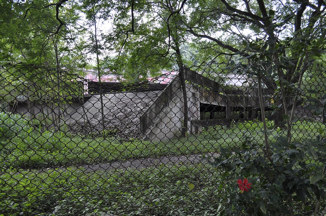 Parte da estrutura do Paço das Artes em situação de abandono (foto: Laura Capulhuchnik)