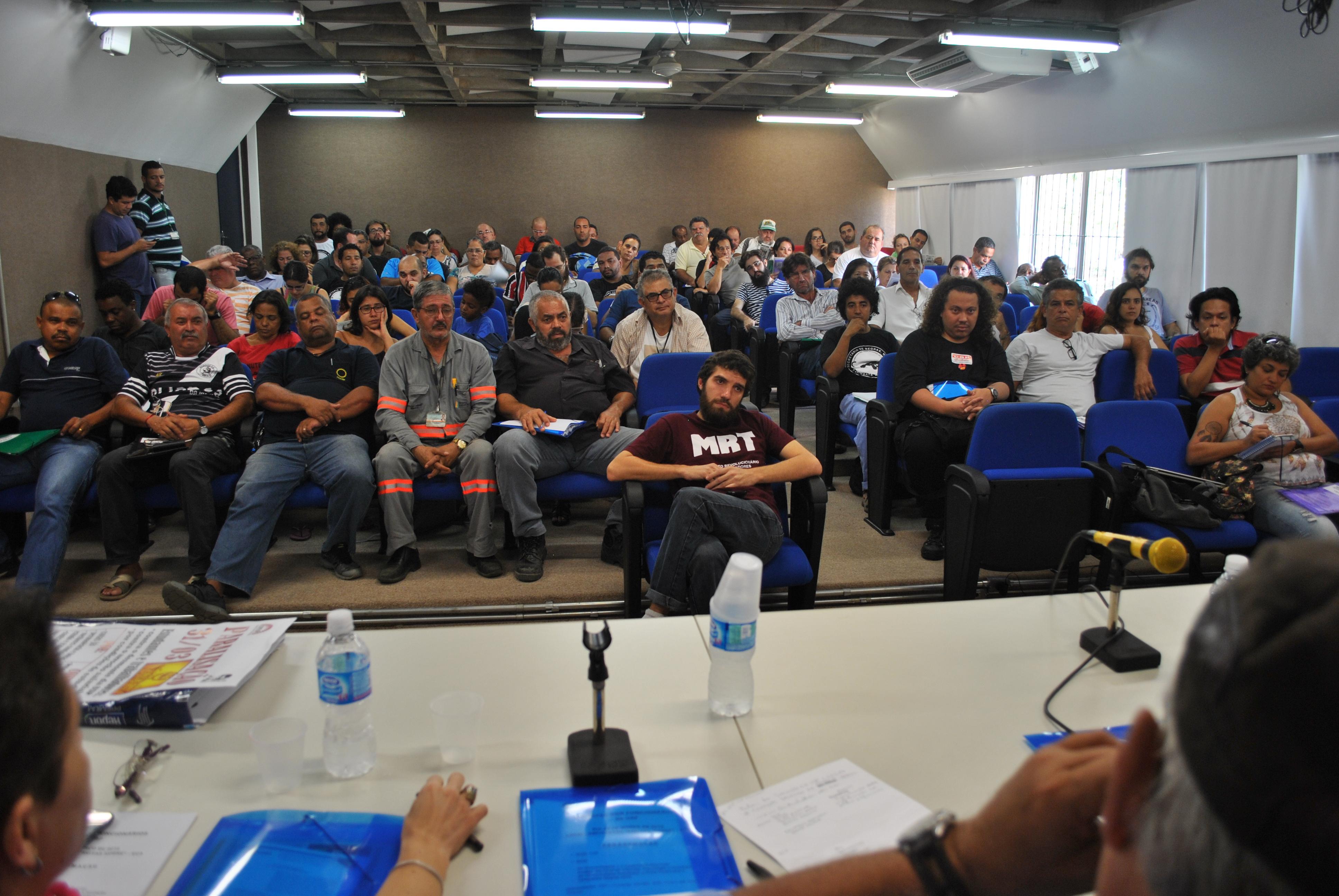 Encontro reúne alunos e membros do sindicato para discutir a situação da Universidade de São Paulo (foto: Ivane Sousa/IMPRENSA SINTUSP)