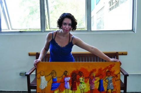 Quadros de Ana, que representam cenas de infância, ganharão espaço no Carrossel do Louvre (foto: Luiza Magalhães)