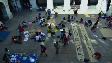 Durante o período de greve, estudantes se encontraram no pátio e utilizaram o espaço para realizações de saraus, rodas de conversa, debates e oficinas (Foto: Fabiana Won)