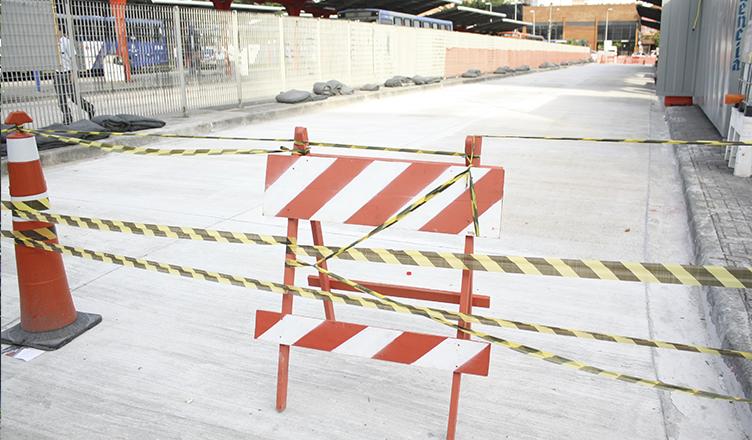 Obra no terminal é mais um componente na lotação das linhas (foto: Nairim Bernardo)