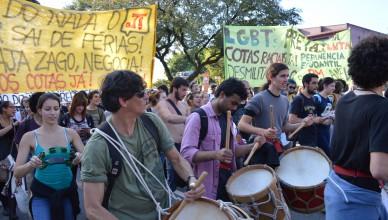 Alunos, funcionários e professores se manifestam para chamar atenção de governador Alckmin (Foto: Guilherme Caetano)