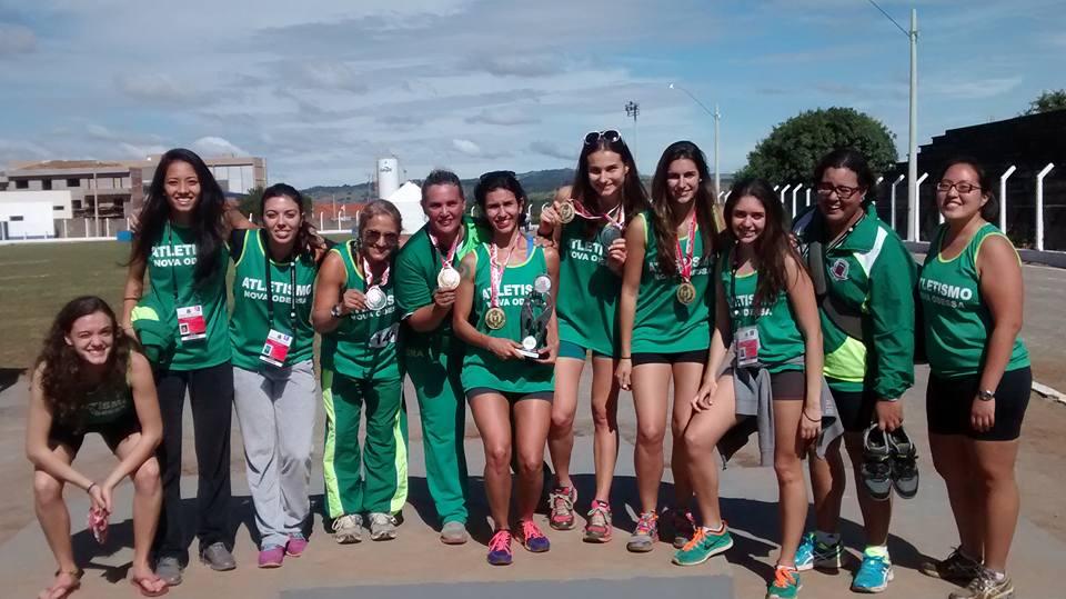 Atletas da seleção USP de atletismo representando Nova Odessa, nos Regionais de 2015 (Arquivo Seleção USP)