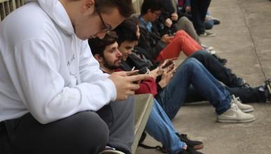 Concentrações de pokestops, como a ECA, se tornam polo de atração de alunos de toda a USP (Foto: Liz Dórea)