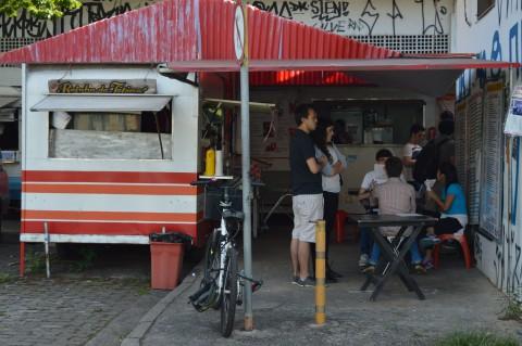 Trailer de comida na ECA. Foto: Natalie Majolo