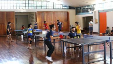 Competidores do tênis de mesa. Foto: Facebook LAAUSP