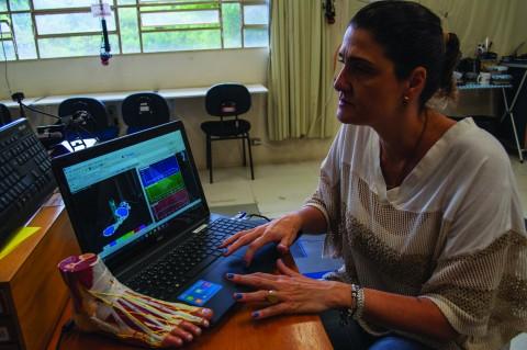 Coordenadora do Laboratório de Biomecânica do Movimento e Postura Humana (LaBiMPH), Isabel Sacco, que recebeu homenagem do CNPq por sua trajetória acadêmica.