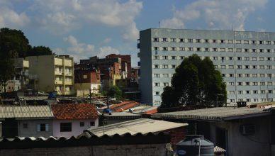 Habitação popular contruída no morro do Tiro ao Pombo. Região carece de serviços básicos de qualidade. Foto: Caio Nascimento